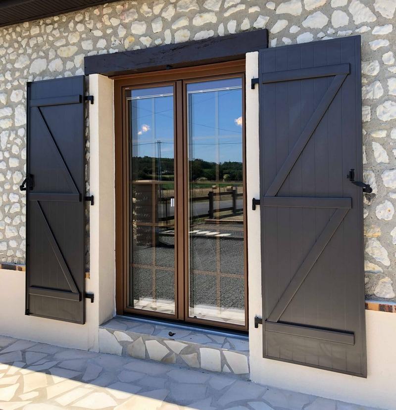 Portes fenêtres isolantes en Sarthe, installées entre La Flèche et Chateau du Loir
