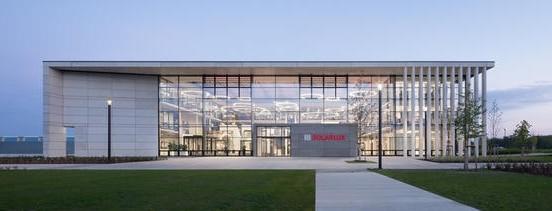 Solarlux, fabricant de pergolas, extensions de maisons, baies accordeon, baies minimalistes