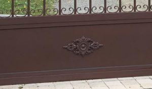 Soubassement de portail aspect fer forgé à Cérans Foulletourte, Sarthe