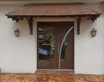 Porte d'entrée alu design avec partie fixe vitrée