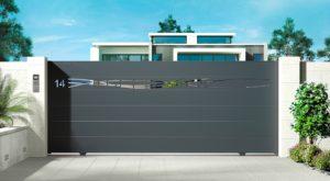 portail aluminium Sarthe modèle Essentiel, coulissant avec lame décorative