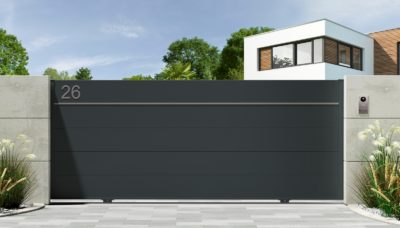 Portail aluminium contemporain coulissant avec un liseré décoratif