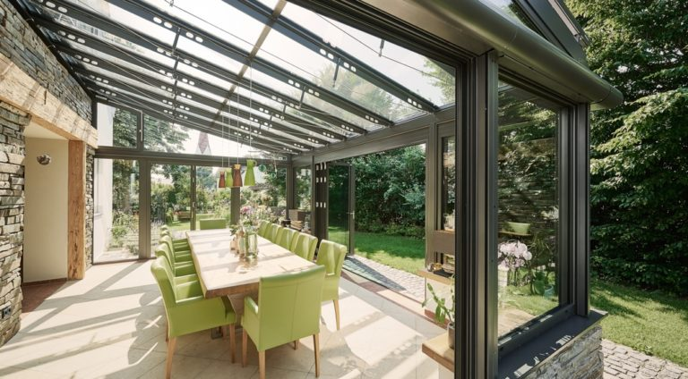 véranda aluminium avec toiture vitrée et baies accordéon